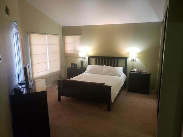 Private room/Walk to fashion valley/11min beach&DT