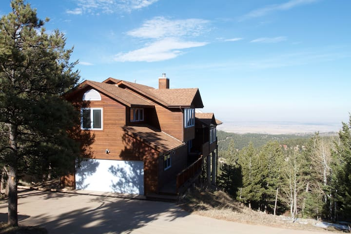 Modern Mountain Minutes to Boulder - Boulder - Hus