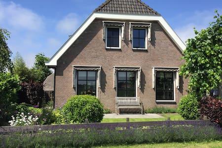 Luxe villa nabij strand en duinen - Egmond-Binnen