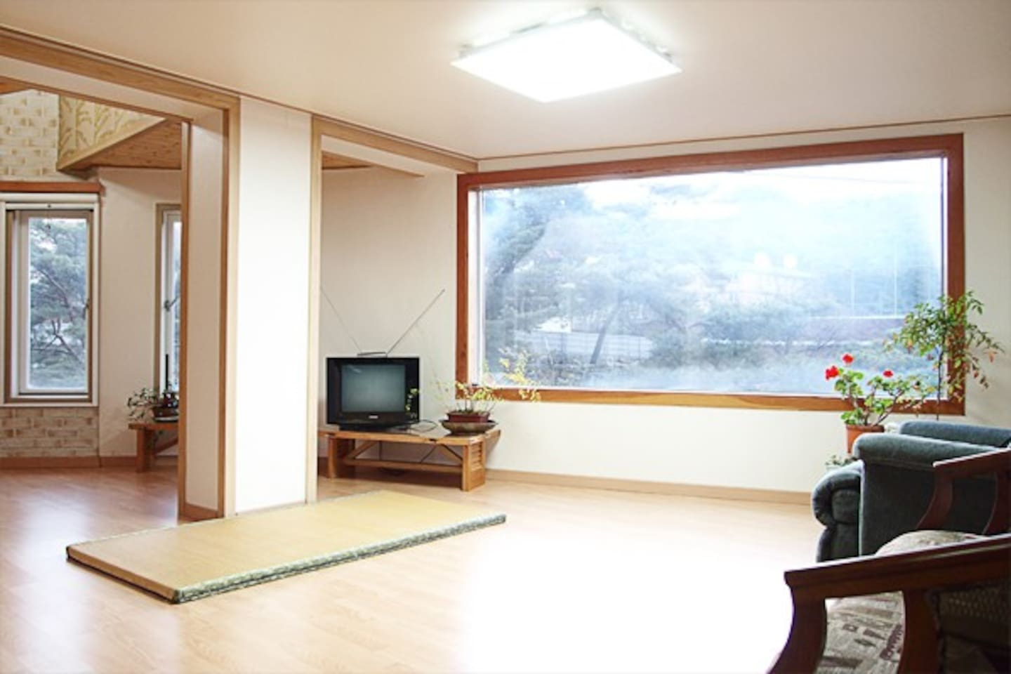 "3BR House $110 Seoul ""Nature With"""
