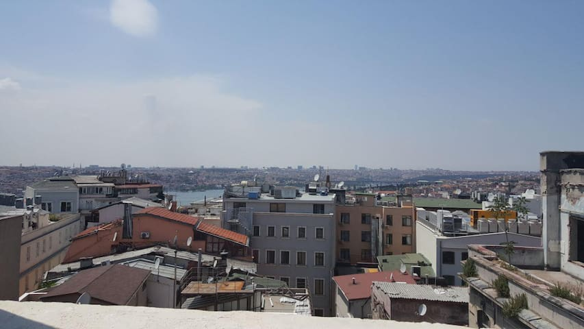 Stuido on the roof of istanbul