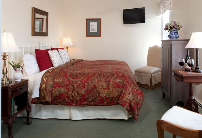 Superior Breakfast, Craft Beer on Tap with Luxury Rooms- Brewster House B&B