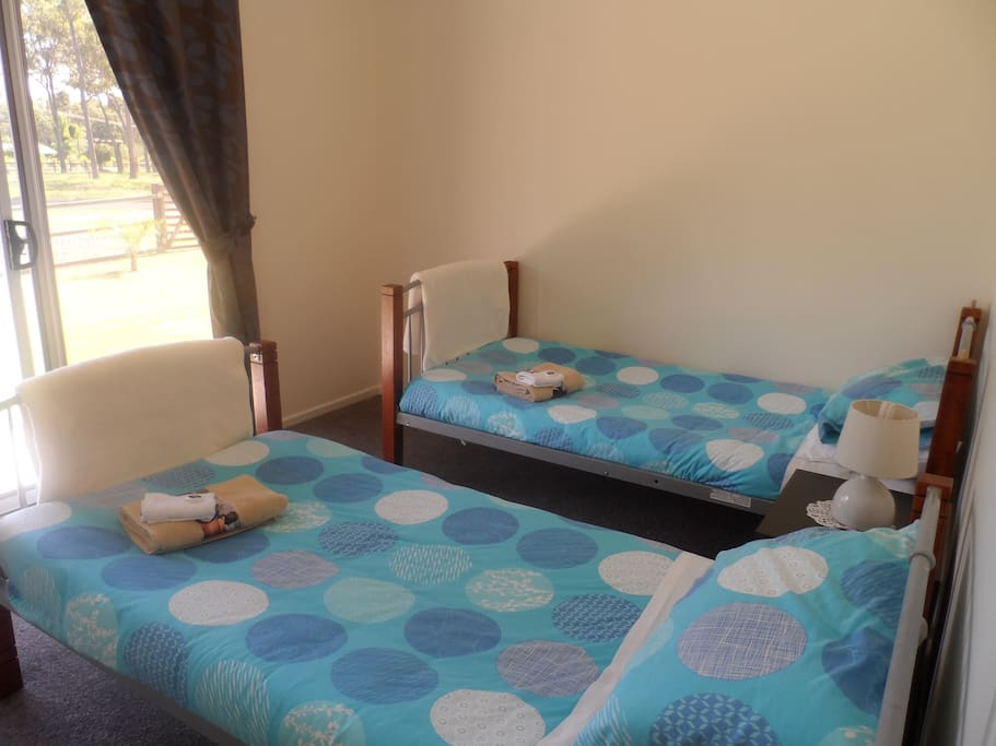 Twin Bedroom - 2 x Single Beds
