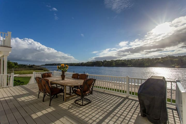 Gorgeous 4-Bedroom Waterfront Home - Eastport - Casa