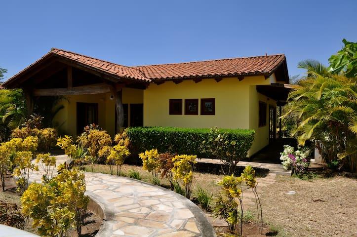 Nicaraguan Paradise - yoga & surf! - Talo