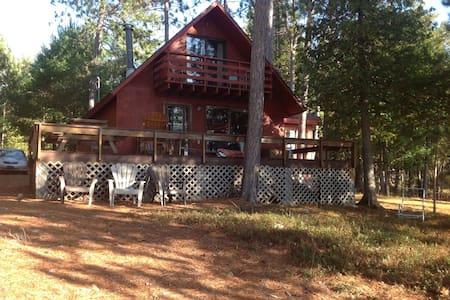 River front cottage in Sheenboro Qc - Sheenboro - Hytte (i sveitsisk stil)