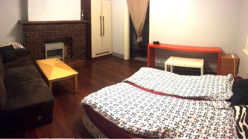 Share room easy come easy go - Leederville - Bungalov