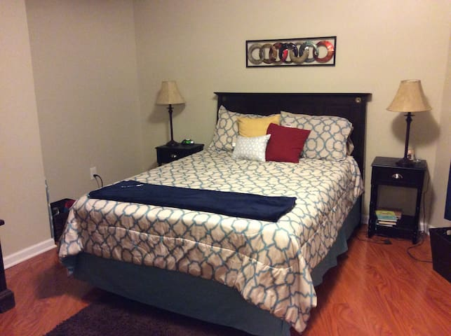Large Cozy 1 Bedroom near downtown - Pittsburgh - Byt