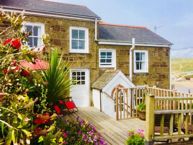 Much loved cottage, beach 50yd, location++