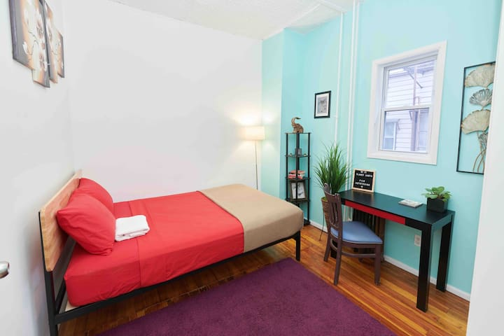 Big and cozy room just 5 min from Manhattan