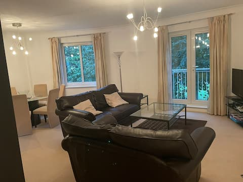 Stunning Cardiff Bay 2 bed apartment/free parking