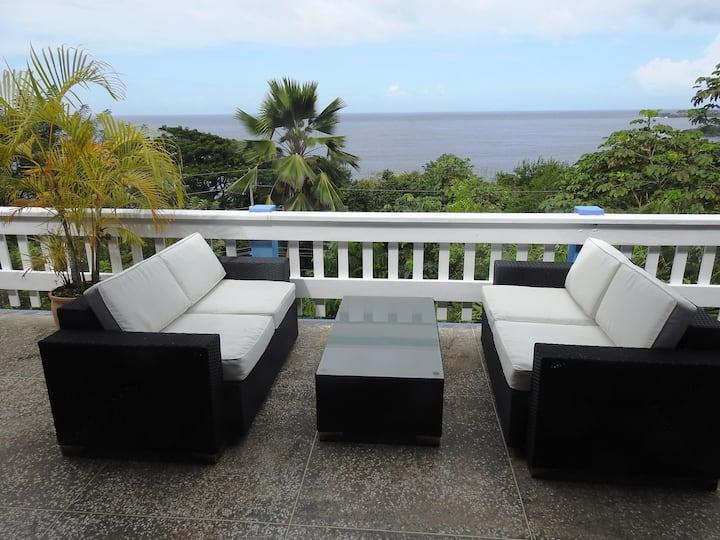 Captain's Quarters 3-bedroom Suite w/fab sea-view!