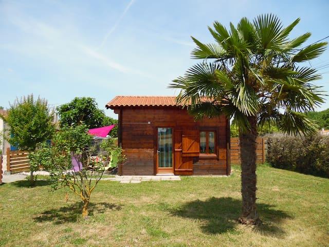 Chalet en bois avec accès piscine privée - Cadalen - Holiday home