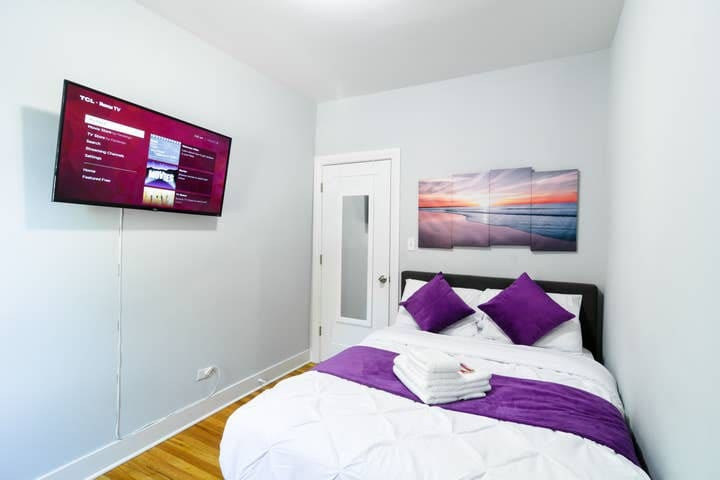 VERY AFFORDABLE Cozy bedroom with Free str parking
