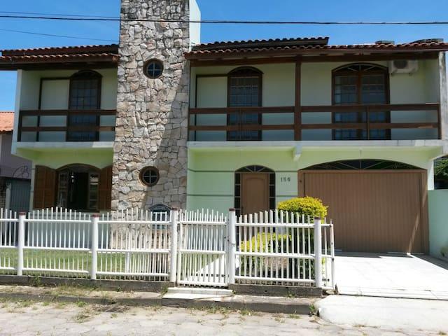 Casa com 4 dormitórios, Ingleses - Florianópolis