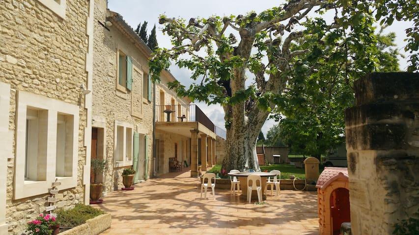 Appartement dans mas provençal