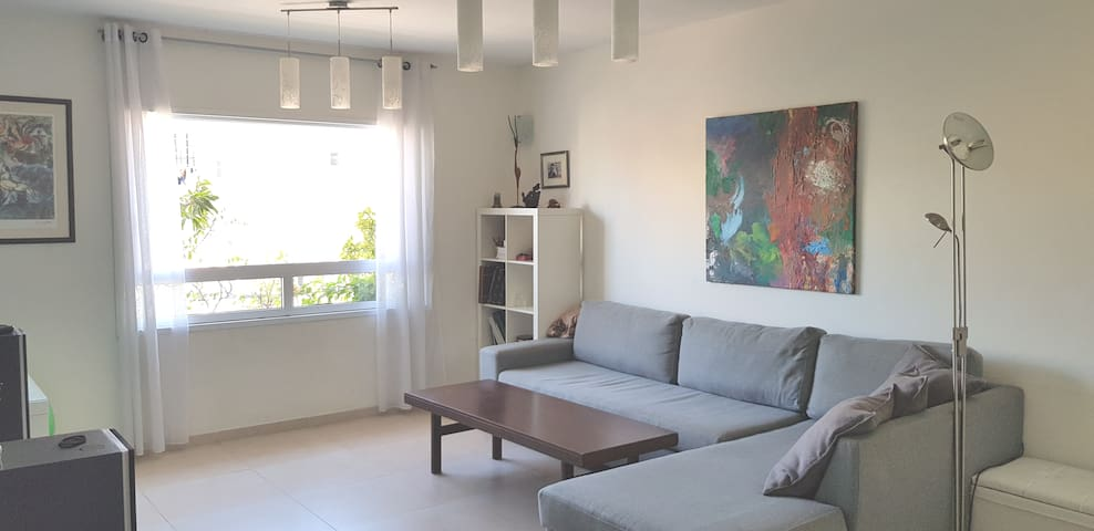 Уютная и светлая комната в Рамат Гане