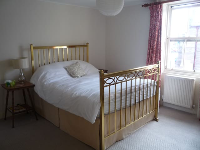Double Room with Ensuite in Montrose centre.