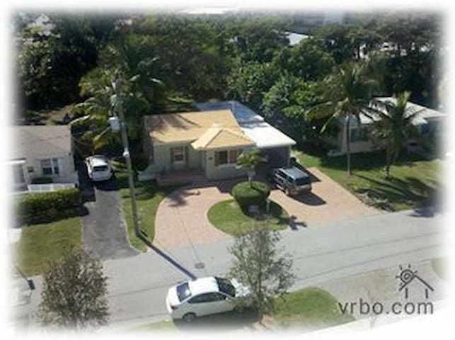 The Best Location in Deerfield Beach, single Home - Deerfield Beach - Casa