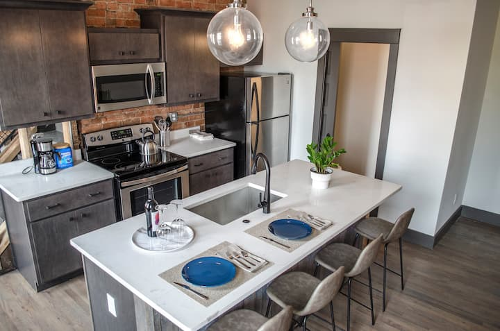 ♥ Gorgeous Condo in the Heart of OTR Free Parking