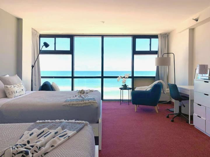Beachfront Condo Overlooking Ocean (2 Double Beds)