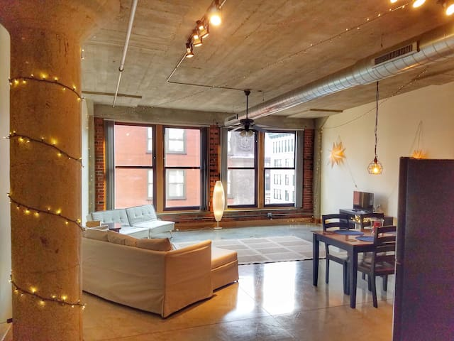 Beautiful, Historic Downtown Loft-Discounted 35%
