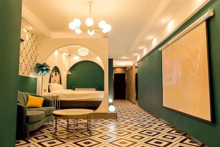 6【重点推荐】城市中心张掖路步行街网红旅游打卡集中地 浴缸主题高层轻奢公寓