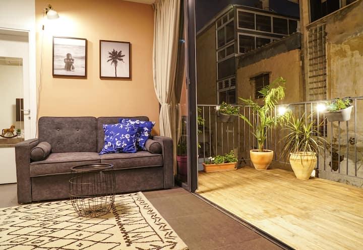 ★ Royal Designed 1BR+Terrace \\ 5 Mins to Beach ★