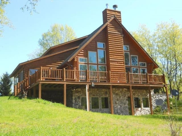 Bellaire Beautiful Large Log Home