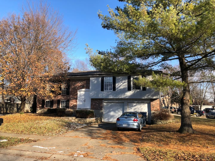 WARM,FRIENDLY ,FAMILY HOME TO SHARE ,DESIRED AREA!