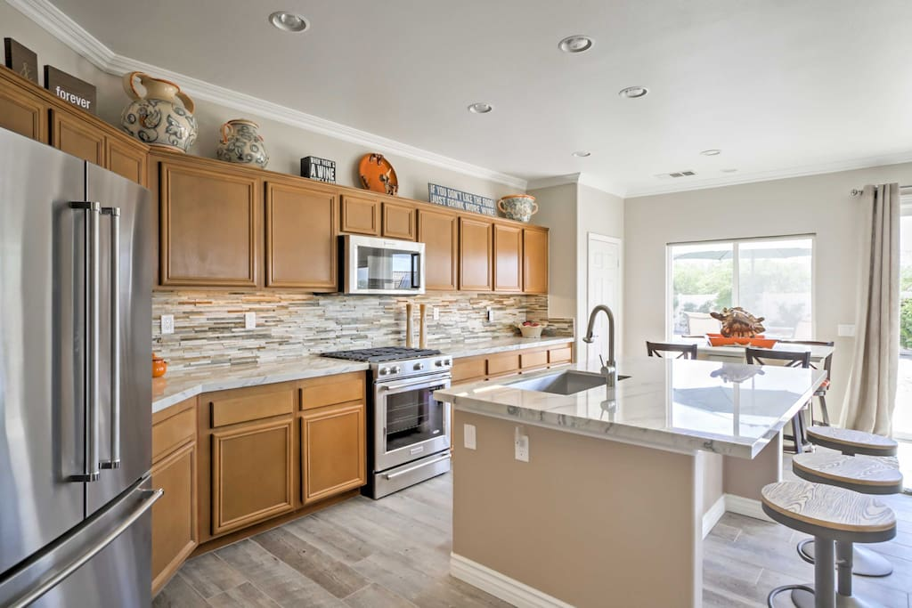 The chef in your group will love cooking in this pristine fully equipped kitchen.