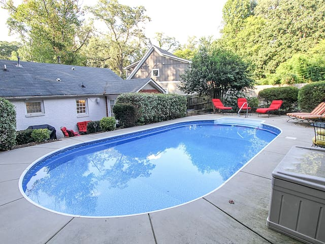 Pool & Spa - Escape to this Uptown Oasis