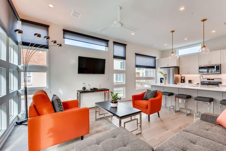 Luxury Modern Living in Best of Uptown!