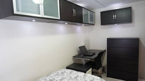 Small, clean room great for NYC commuting