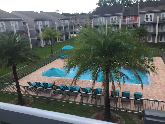Comfy 2B/2B across from Shands, walk to UF