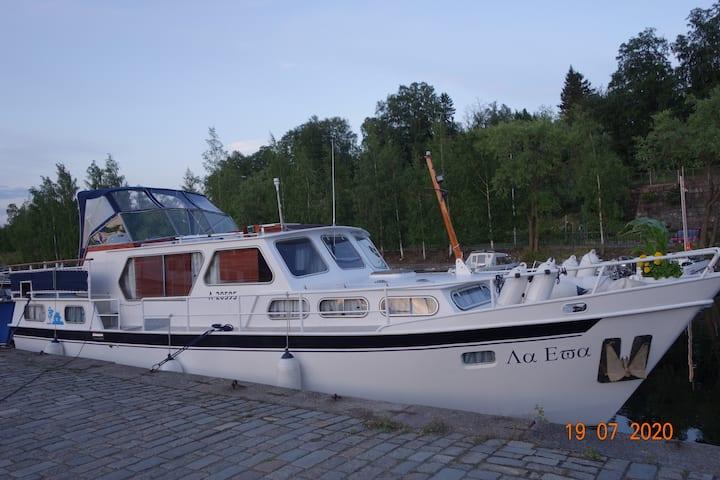 Romanttinen ja tunnelmallinen laiva Särkänniemessä