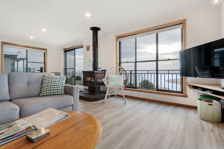 Granite Beach House ~ Fireplace & ocean views