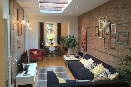Beautiful house in the heart of Mtl - 蒙特利尔 - 独立屋