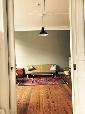 Schöne Altbauwohnung in Bestlage - Kiel - Apartamento
