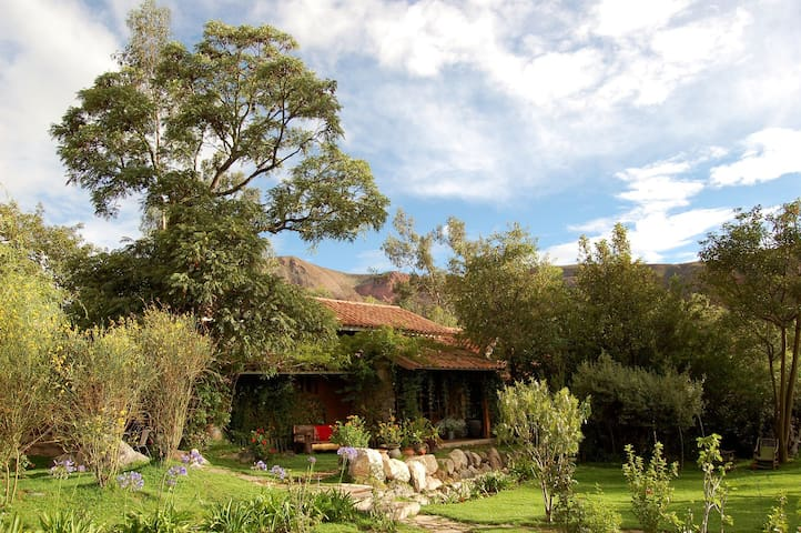 Cozy room surrounded by gardens in Urubamba! - Cusco