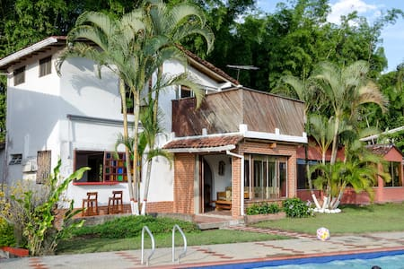 Relax in sunny warm rural condo! - La Rochela