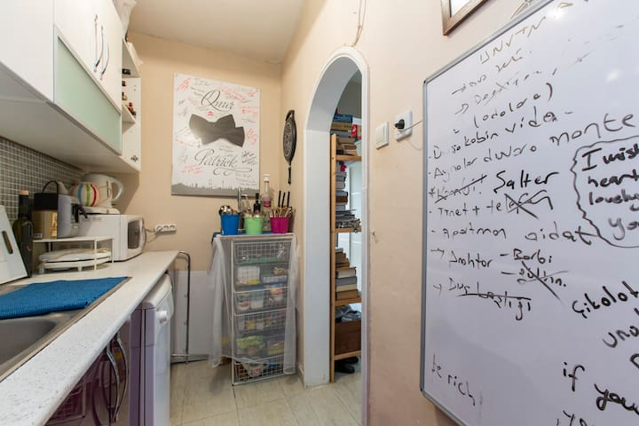 Very Central Room for Rent - Istambul - Casa