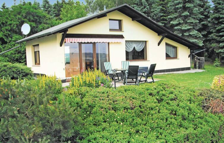 Holiday cottage with 1 bedroom on 60 m² in Mehltheuer