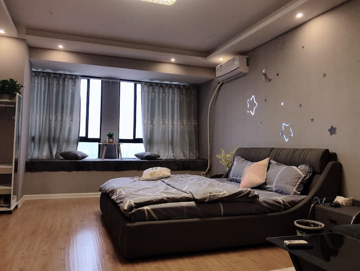 全一次性用品、大床房可洗衣、免费停车、自助入住、精品公寓房、环境唯美