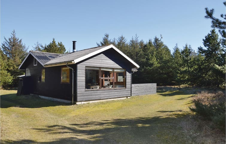 Holiday cottage with 4 bedrooms on 72 m² in Saltum