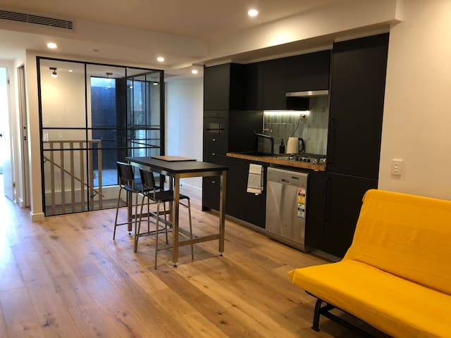 Cosy Little Room in South Yarra
