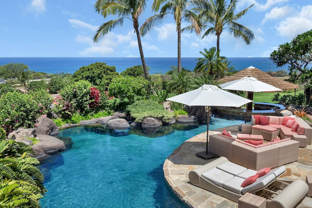 Private pool in paradise overlooking the Pacific