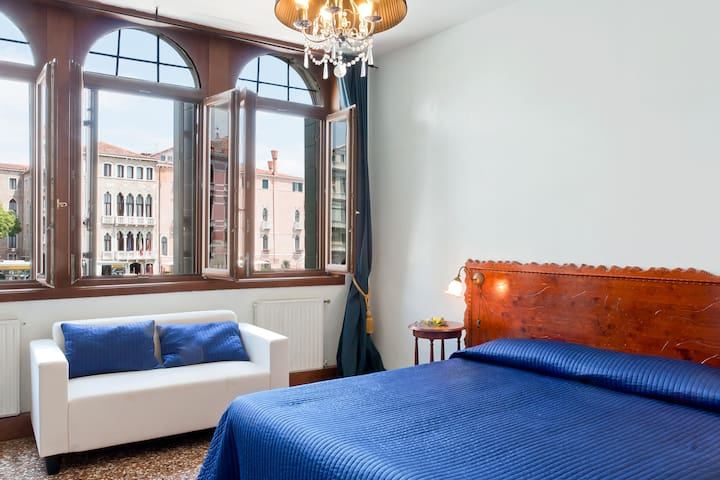 Charming Apartment with gran canal view in Rialto