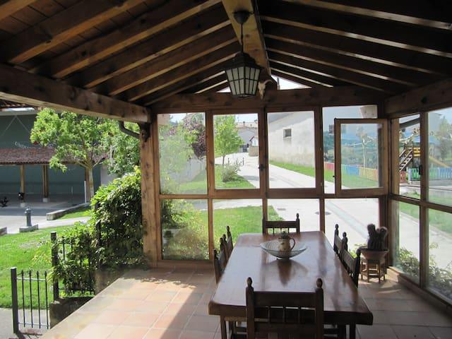 Altikarra cerca de Pamplona y en pueblo tranquilo.