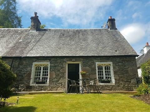 Historic cottage next to loch lomond Luss